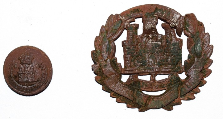 Northamptonshire regiment button and cap badge